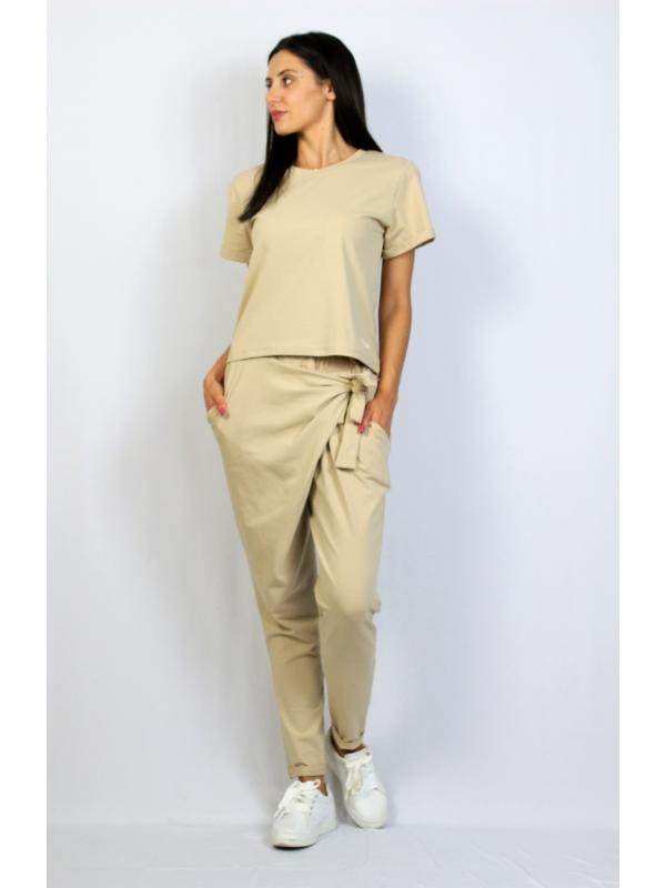 Комплект панталон и блуза бежов