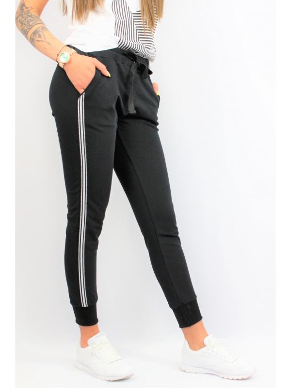Спортен панталон черен с кант