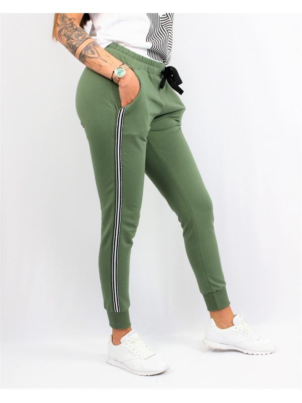 Спортен панталон зелен с кант