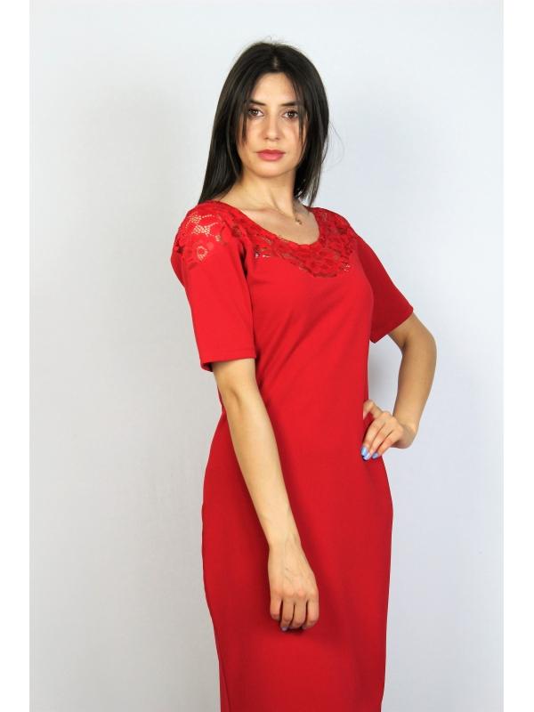 Права рокля червена с дантела
